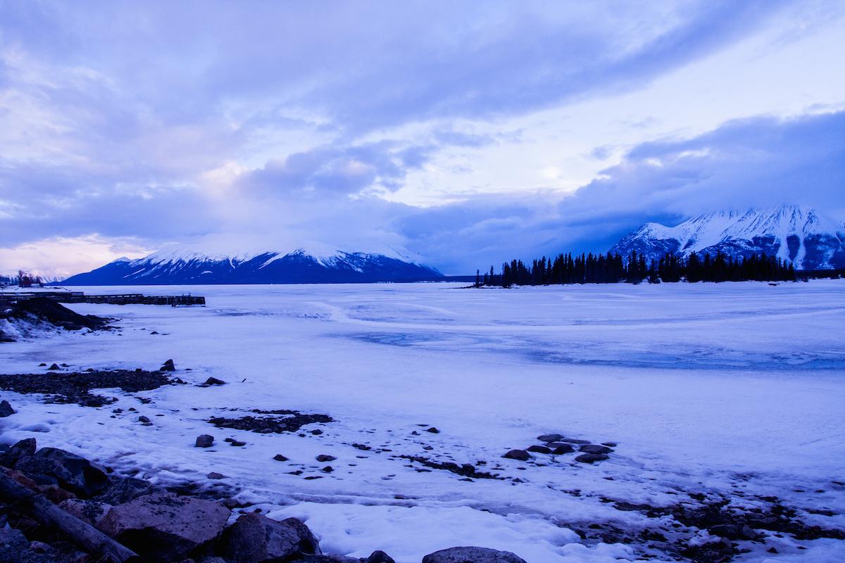 Atlin Lake au coucher du soleil