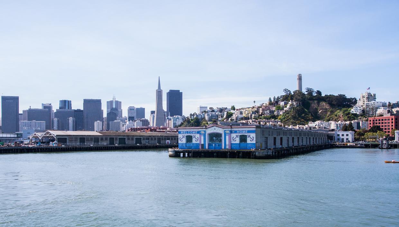 Vue sur San Francisco du ferry pour aller à Alcatraz