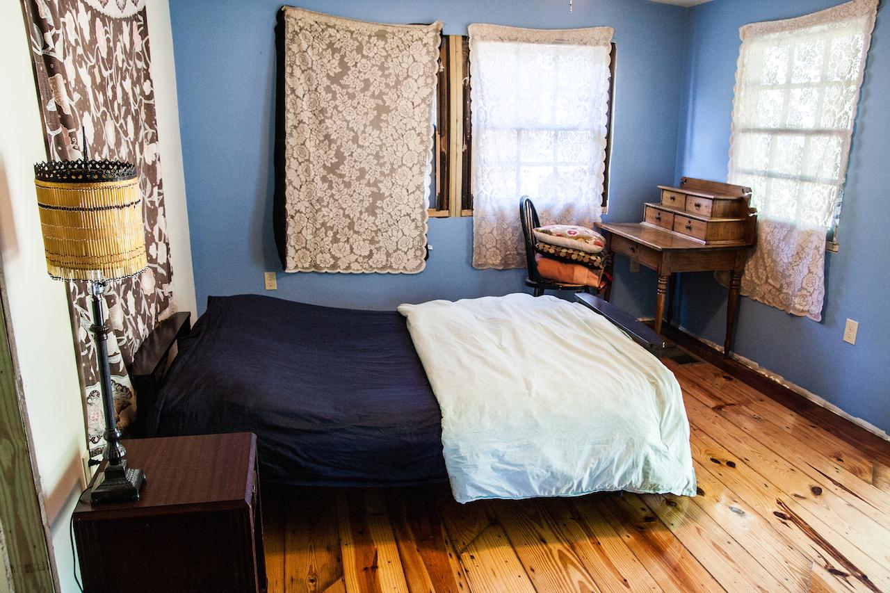 La superbe chambre décorée en style créole chez notre hôte.