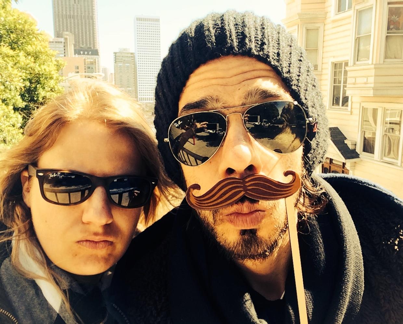 Monsieur Moustache et Madame qui se la pète...