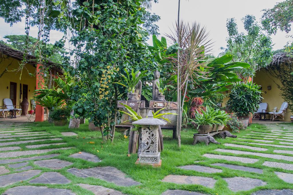 """Jardin du super hôtel """"L'Hibiscus Garden"""" à Puerto Princesa"""