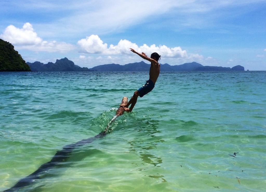 Le saut de la mort (Corong beach)