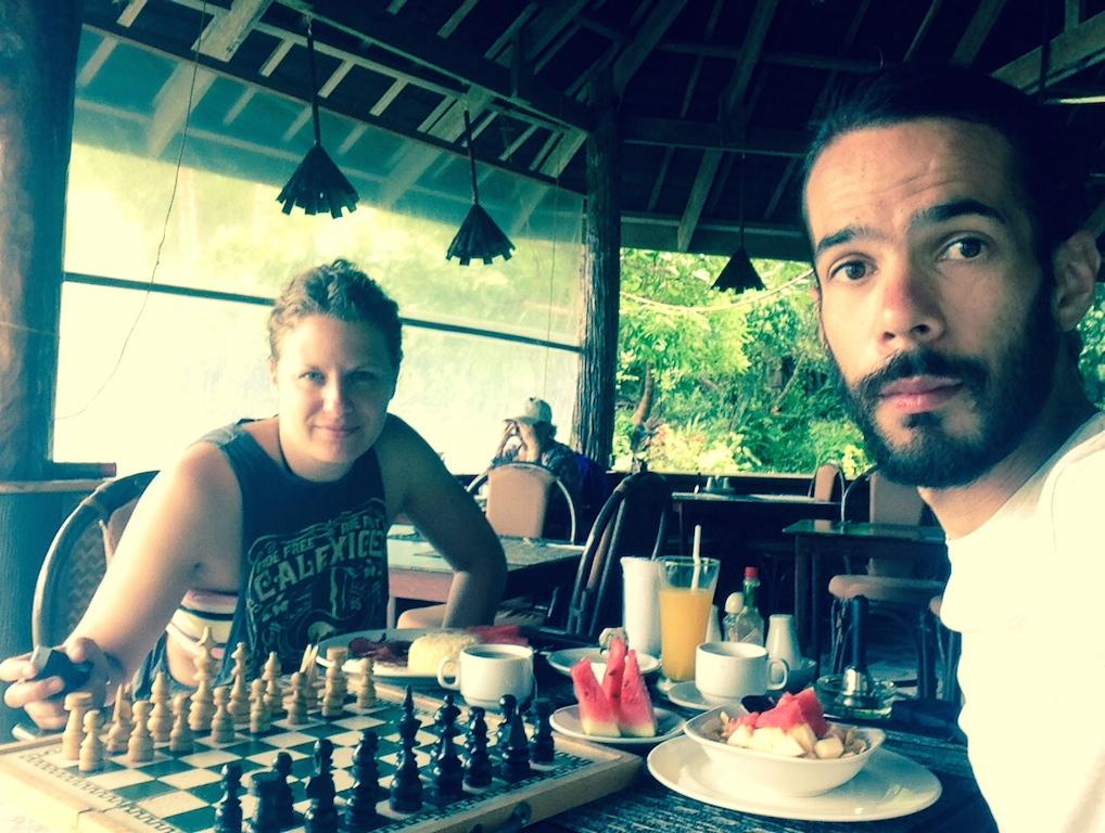 """Petite partie d'échecs au """"Secret Paradise Resort"""" (Port Barton)"""