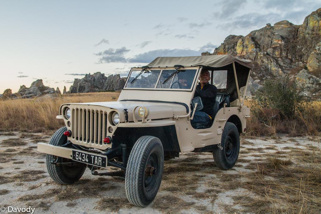 Notre véhicule du soir : Une véritable jeep ! Modèle 1954